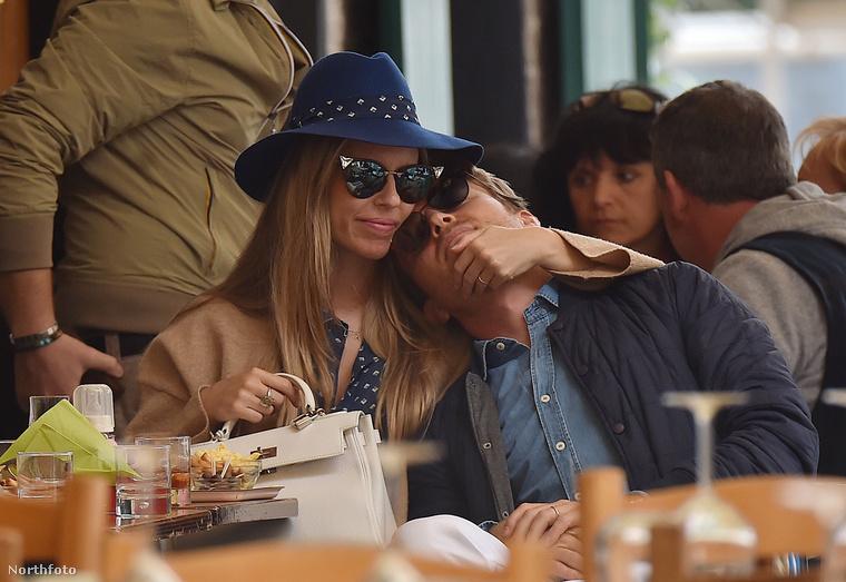 Nico Rosberg a német-finn pilóta boldogabbnak tűnik családjával, mint valaha.Itt éppen ebéd közben viccelődnek állapotos feleségével