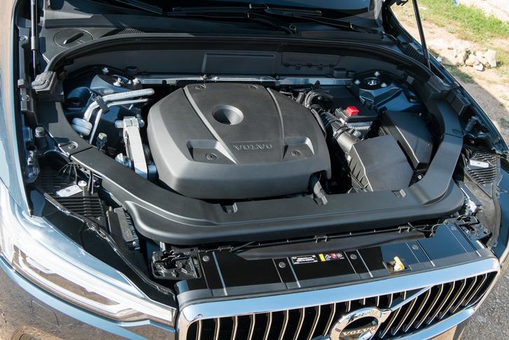 A T6-os motor így néz ki. Naja, egy másik műanyag burkolat