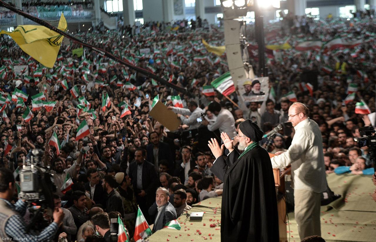 Ebrahim Raiszit éltető tömeg és Raiszi a kampány során.