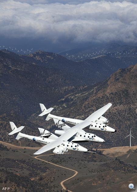 A SpaceShipTwot 2009 decemberében mutatták be a nagyvilágnak. Az űrhajó a tervek szerint 15 kilométeres magasságban válik le a WhiteKnightTwo szállítógépről, majd ezután saját rakétahajtásával jut fel az űrbe, 110 kilométeres magasságba.