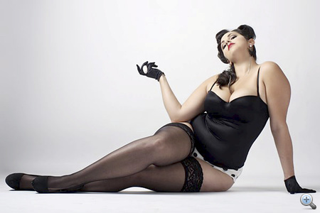 Divatfotó a Just as Beautifulban. A magazinban szereplő modellek minimum 14-es méretűek.