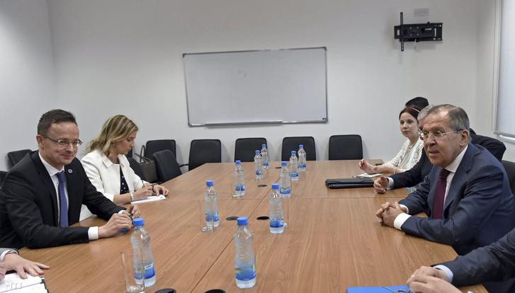 Szíjjártó Péter, Szergej Lavrov orosz külügyminiszterrel Cipruson