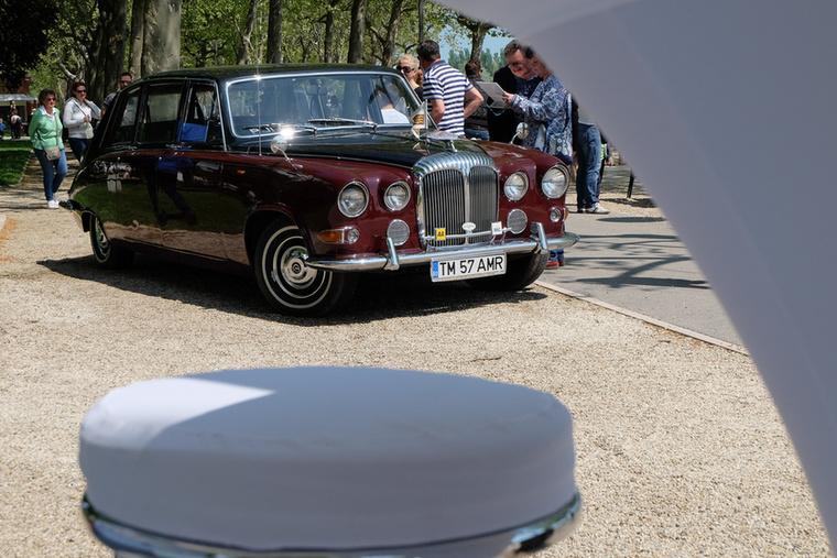 Nem Rolls-Royce, hanem egy Daimler DS420G, az a típus, amely Erzsébet királynő kedvenc autója is egyben