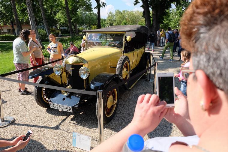 Ez volt a kiállítás legöregebb autója, ráadásul magyar tulajdonban van, ami külön öröm