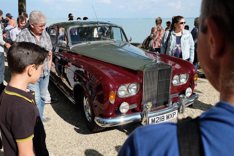 Nem Phantom, hanem egy kisebb, de még így is hatalmas (és emiatt legalább jól vezethető) Rolls, egy Silver Cloud III LWB (azaz tíz centivel megnyújtott tengelytávú verzió)