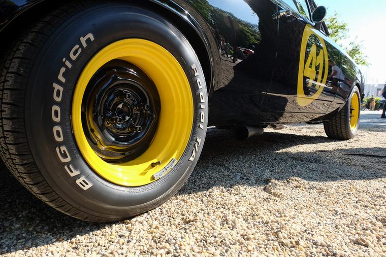 """Ám ez a Rekord C Niki Lauda hajdani versenyautójának hajszálpontos mása, precízebb még a másik """"Fekete Özvegynél"""" is, mely másolat kicsit korábban készült és az Opel tulajdonában van"""