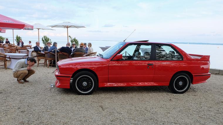 Ritka madár a mi útjainkon az első, E30-as szériájú BMW-ből készült M3, de ez még a fehér holló-kategórián belül is a piros szemű alfaj
