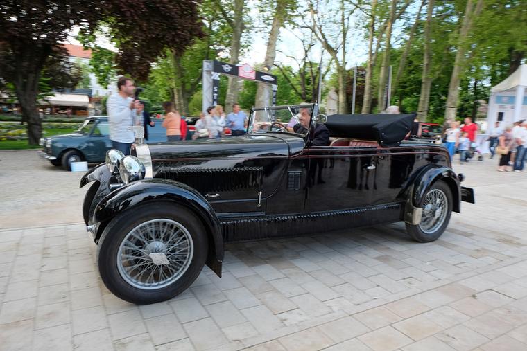 Egy másik hajmeresztően eredeti Bugatti, de ezt már ismerhetik a TC-olvasók, mert járt már Magyarországon, a 2001-es OT-Expón