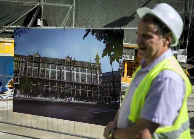 Hermesz János a Párizs Property Kft. projektmenedzsere a Párisi Udvarban tartott sajtóbejáráson május 19-én