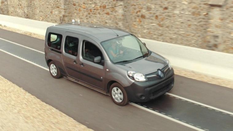 Zsinór nélkül töltene a Renault