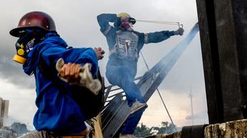 Ötvenedik napja tart a tüntetéshullám Venezuelában