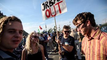 Ezrek tüntettek vasárnap este Budapesten