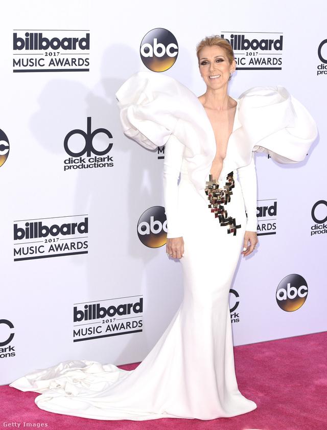 Drámai hatást keltett Celine Dion ebben a puffos ujjú Stephane Rolland estélyiben.