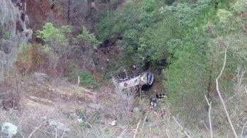 90 métert zuhant egy busz Mexikóban