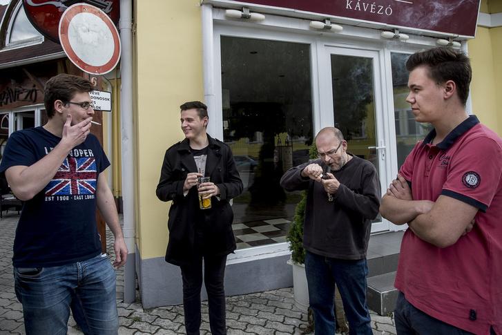 A komáromi Momentum alapszervezet. Kovássy Levente, Pados Szabolcs, Fazekas Gábor és Ladik György