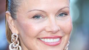 Pamela Anderson értelmezhetetlen hajkölteménnyel járja be Cannes-t