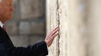 Trump egyensúlyozni tanul Jeruzsálemben