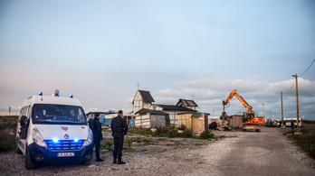 Kövekkel dobáltak meg egy magyar diákokat szállító kisbuszt Calais-nál
