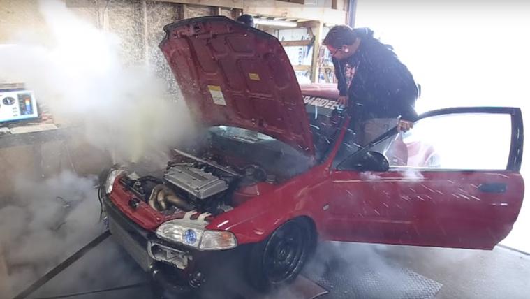 Így hullik szét egy 500 lóerős Honda Civic