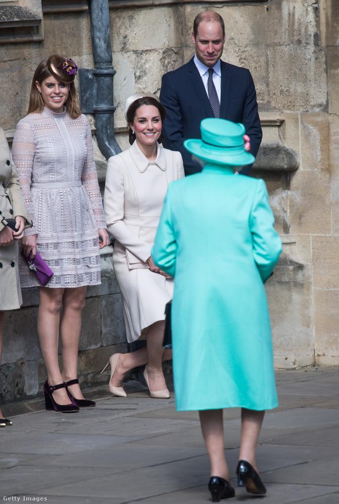 Ha esetleg a Buckingham Palota sűrűjében azon kapjuk magunkat, hogy visszafordíthatatlanul ránkjön a szükség, véletlenül se akarjunk elmenni a toalettre, mert mély sebeket szaggathatunk fel vele