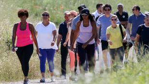 Michelle Obamát az átlagosnál kicsit többen kísérik kocogni
