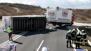 El sem indulhatott volna a kamion, amelyik elszabadult pótkereke három ember halálát okozta