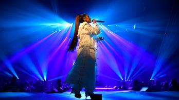 Ariana Grande megszakította turnéját
