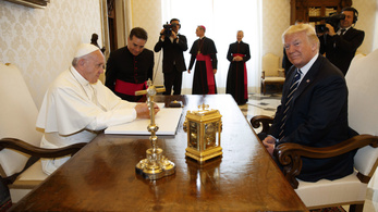 Ferenc pápa és Donald Trump először találkozott a nagy beszólogatások után