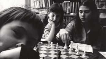 Eddig ismeretlen felvételek a Polgár lányokról szóló filmben