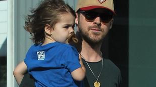 Ryan Gosling kislánya, Esmeralda már a fotósokat is levette a lábáról