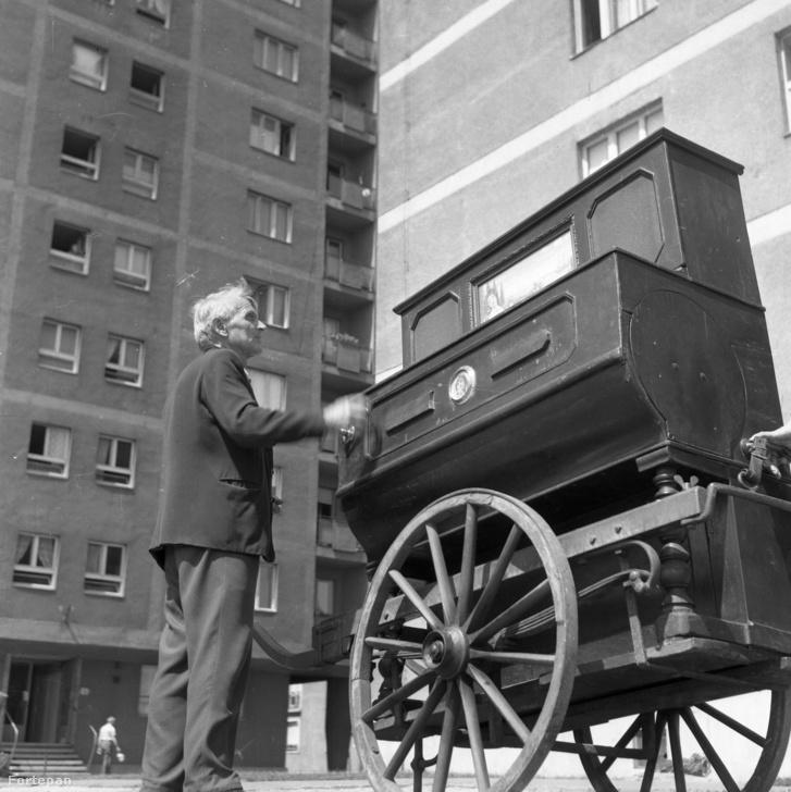 Papp Elemér az angyalföldi lakótelepen, 1972