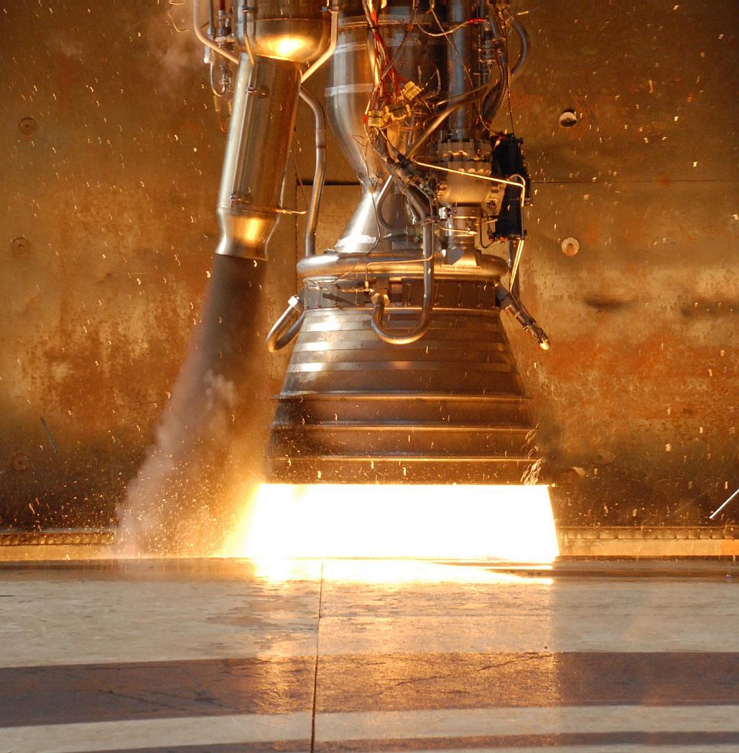 Űrtörténelmet írt a DragonA PayPal-alapító Elon Musk űripari cége, a SpaceX szó szerint pár év alatt jutott el a nulláról a Nemzetközi Űrállomásig. Élőben követhettük a vállalkozás első gyümölcsének beérését: a Falcon-9 rakéta startjától, a Dragon űrkapszula dokkolásán át a sikeres visszatérésig.