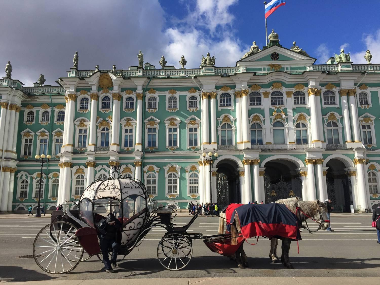 Ha cári pompát akar látni, induljon az oroszok Velencéjébe!