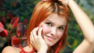 Vörös bokor, vörös lány, vörös nyaklánc