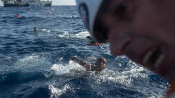 Testközelből mutatja meg egy fotós, mennyire borzalmas egy menekülthajó utasának lenni