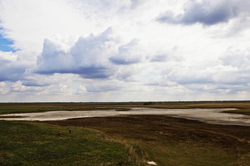 A fokozottan védett Fehér-tó a Dél-Alföld legjelentősebb szikes tava.