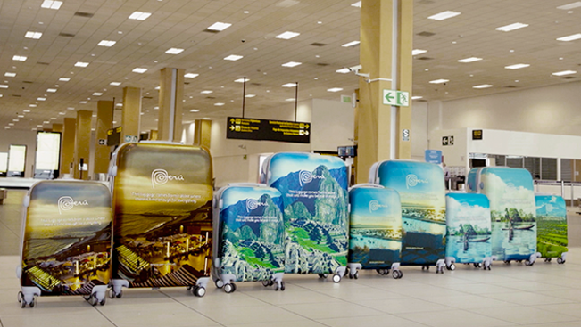 Hatalmasat tarolt a Perut népszerűsítő bőrönd