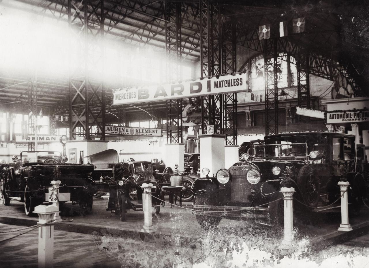 1925 Iparcsarnok, az első önálló magyar automobilkiállítás. Mercedes személygépkocsik Bárdi József standján  Fotó: FORTEPAN