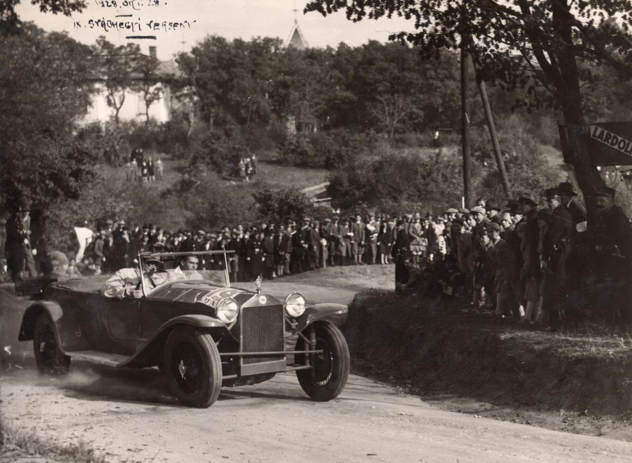 1928 a IX. svábhegyi verseny Agancs utcai célkanyarja  Fotó: Peter Selnar FORTEPAN