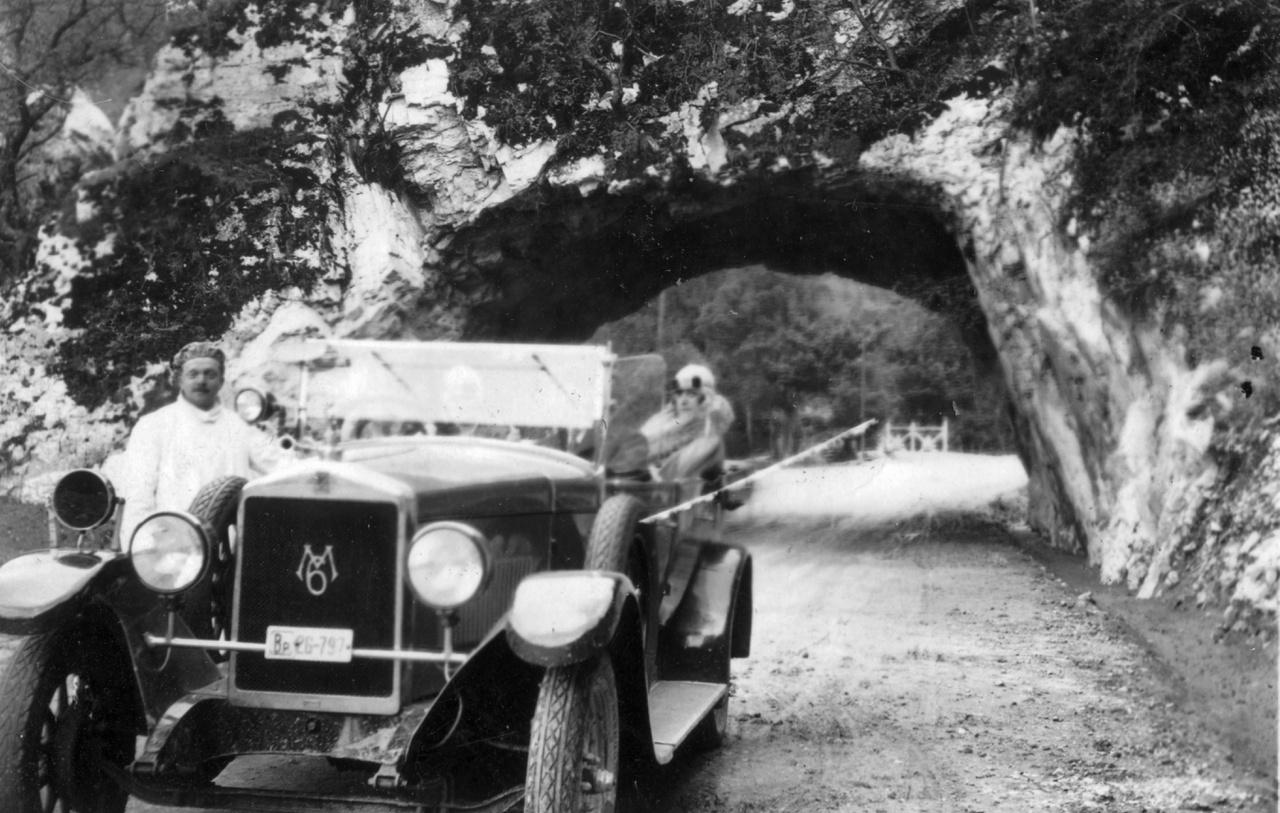 1930 Egri Országút, alagút. MÁG Magosix személygépkocsi  Fotó: Vargha Zsuzsa FORTEPAN