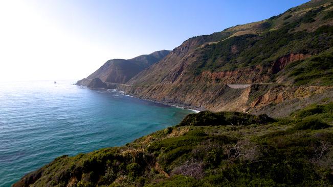 Hatalmas földcsuszamlás miatt járhatatlan Kalifornia legendás parti útja
