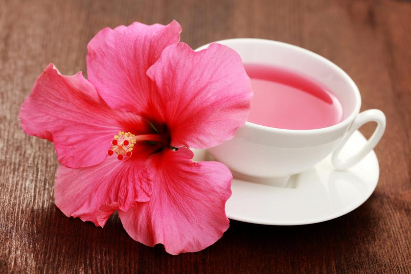 A hibiszkusz filterben és teafű formájában is elérhető. A belőle főzött ital csaknem nulla kalória, ám csökkenti a koleszterinszintet, serkenti az emésztést és hozzájárul a napi folyadékbeviteledhez.