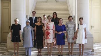Alighanem történelmi ez a csoportkép a First Ladykről