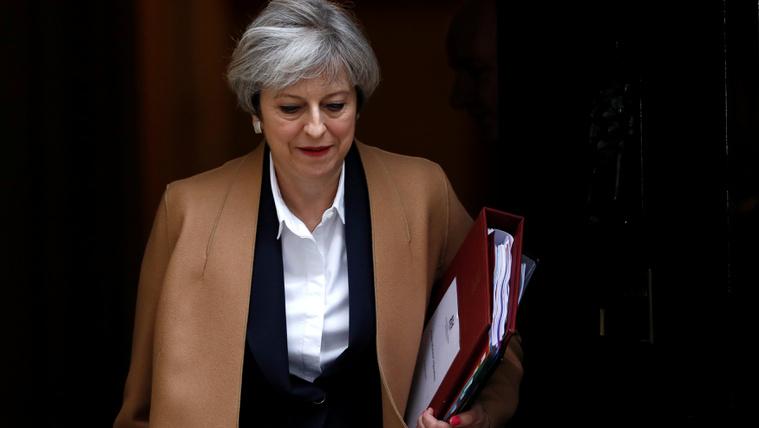 Az interneten harcolna a terroristákkal Theresa May