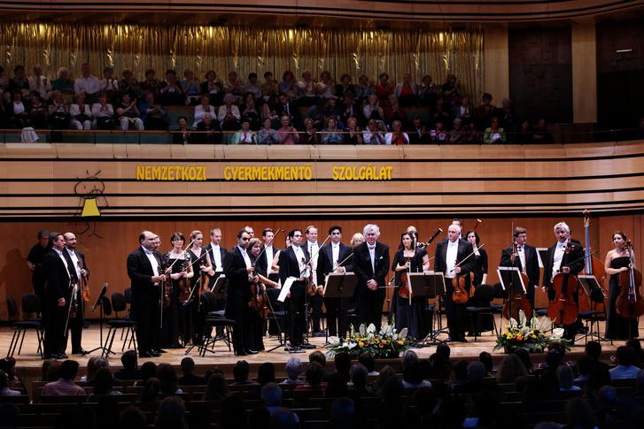 A 2015-ös születésnapi koncert a Nemzetközi Gyermekmentő Szolgálat javára