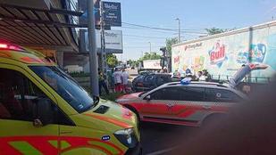 Kamion és autó ütközött Pesterzsébeten, öten megsérültek