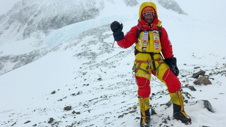 Kamugép vagy bölcs hegymászó az Everestről lejövő Klein Dávid?