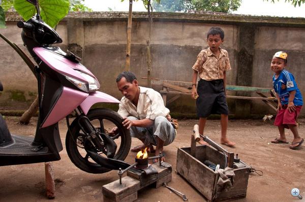 Defektjavítás (Lombok, Indonézia)