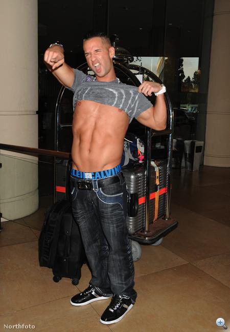 Mike Sorrentino hasvillant a Beverly Hilton Hotelben 2010 augusztusában