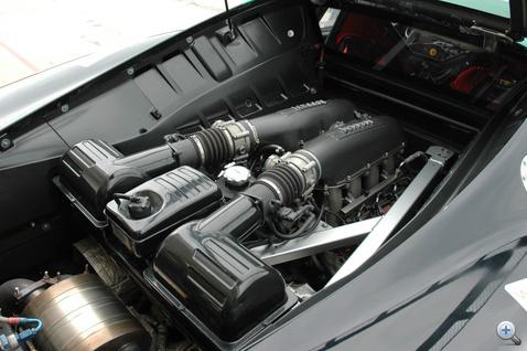 A motorhoz nem nyúlhat senki - a gyári állapotot plomba őrzi.
